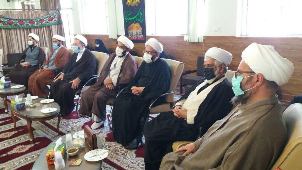 رسیدگی به مشکلات شهرستان  ملایر با حضور ائمه جمعه و مدیران مدارس و استاندار همدان