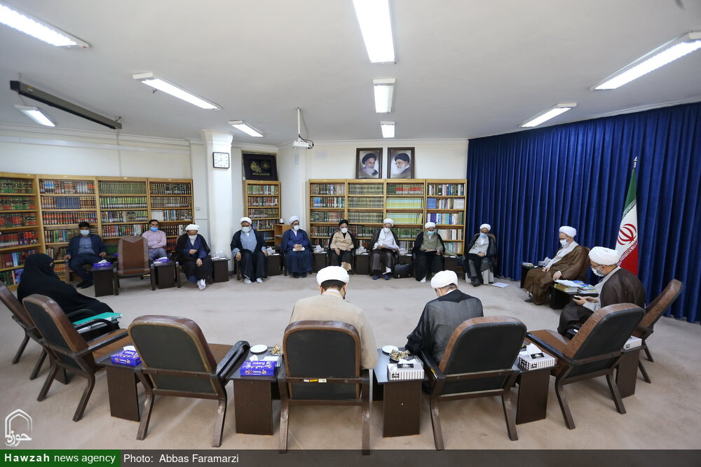 تصاویر/ دیدار اعضای شورای عالی هماهنگی بسیج و حوزههای علمیه با آیت الله اعرافی