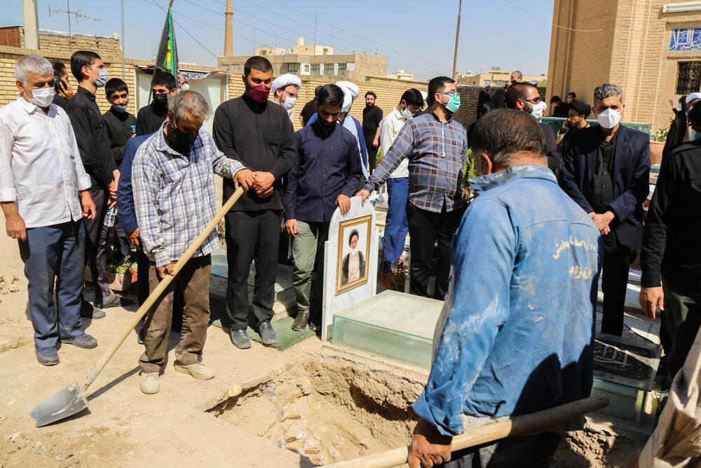 تشییع و تدفین پیکر مدیر سابق مدرسه علمیه جده بزرگ اصفهان + عکس