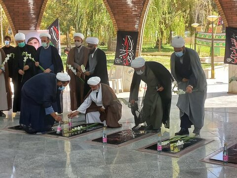 تجدید میثاق روحانیت استان ایلام با شهداء به مناسبت هفته دفاع مقدس