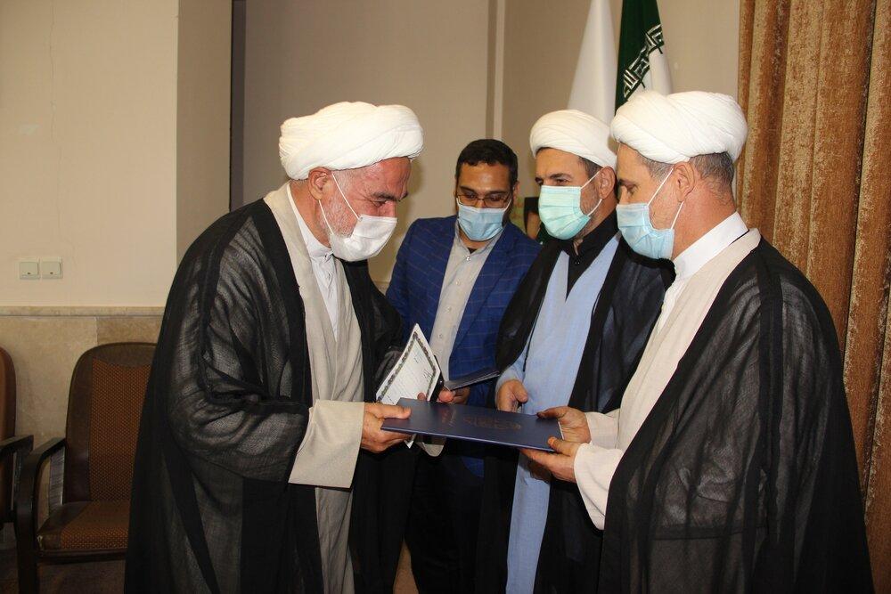 روحانیون قزوینی پیشکسوت دفاع مقدس تجلیل شدند + عکس