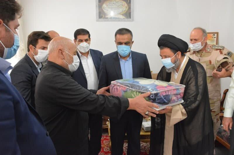 امام جمعه ماکو به دیدار خانواده شهدا رفت