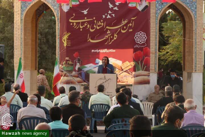تصاویر / رژه خودرویی و غبارروبی گلزار شهدای کاشان به مناسبت هفته دفاع مقدس
