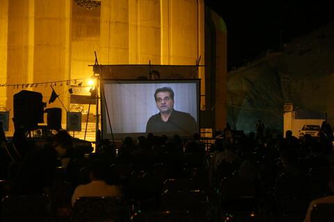 تصاویر/ اولین اکران عمومی فیلم مستند شال قرمز در مقبره شهدای کوه خضر نبی(ع)