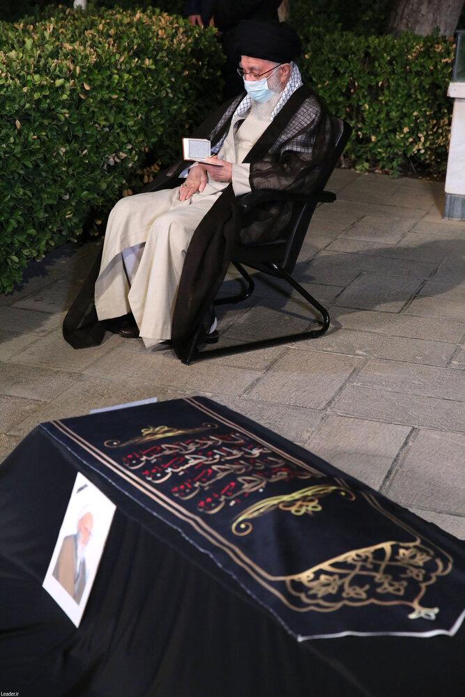 اقامه نماز بر پیکر آیتالله حسنزاده آملی
