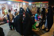 تصاویر/ استقبال زائران حرم حضرت معصومه(س) از نمایشگاه واقعهنگاری اربعین