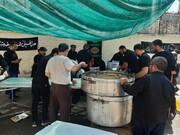 تصاویر/ پذیرایی موکب داران جامانده اربعین از عزاداران حسینی در کاشان