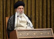 قائد الثورة: القوات المسلحة هي حصن منيع امام تهديدات العدو