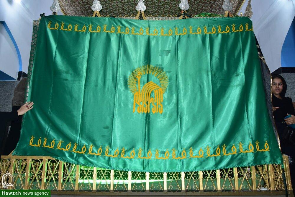 تصاویر/ امام علی رضا (ع) کے پرچم کی زیارت لکھنؤ میں کرائی گئی