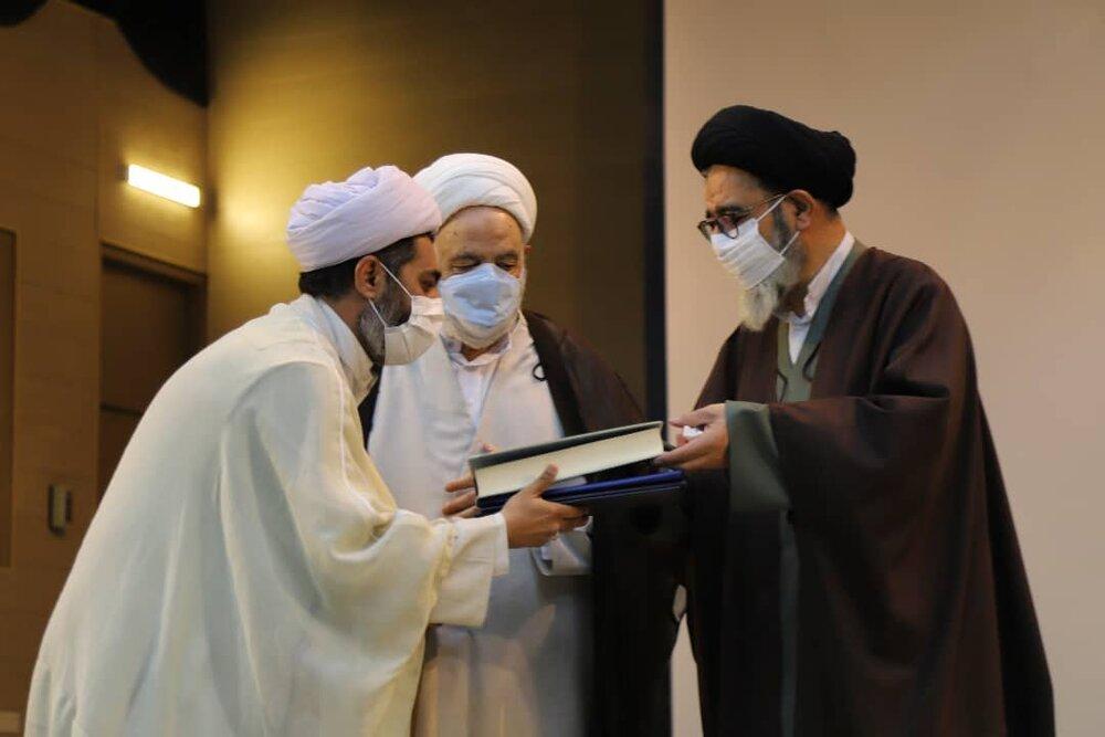 کسی هست بگوید توانسته ام حق نماز را ادا کنم؟   وجود ۲۵۰۰ نکته حقوقی در قرآن
