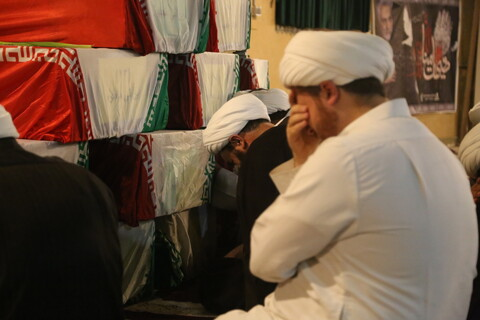 تصاویر/ حضور امامان محله خوزستان در معراج شهدای اهواز و زیارت شهدای گمنام تازه تفحص شده