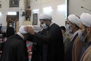 تصاویر / مراسم عمامه گذاری یکی از طلاب همدانی در شب آغاز امامت حضرت حجت(عج)