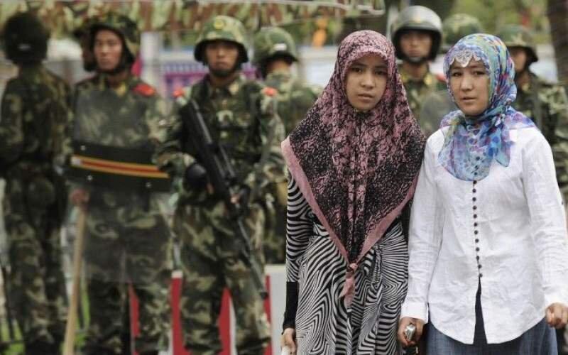 بازداشت زنان مسلمان به دلیل استفاده از واتساپ و جیمیل در چین