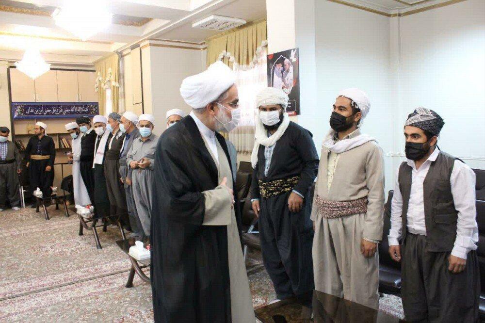 بالصور/ اجتماع لعلماء الشيعة وأهل السنة مع ممثل الولي الفقيه في محافظة كردستان الإيرانية