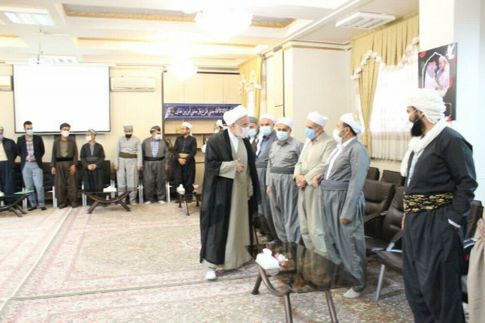تصاویر/ دیدار روحانیون و طلاب کردستان با نماینده ولی فقیه