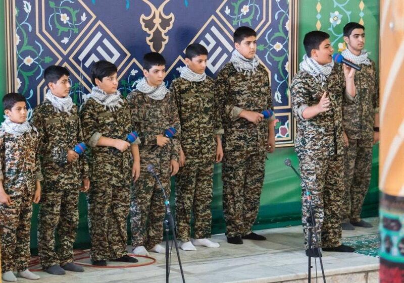 دانشآموزان میزبان نمازگزاران نماز جمعه تهران | تجلیل از خانواده شهید لندی