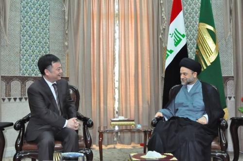 رئيس الوقف الشيعي في العراق السيد علاء الموسوي والسفير الصيني في العراق ويتشنغ