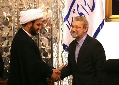 الشیخ الکعبي خلال لقاء رئيس الشورى الإسلامي في إيران  الدكتور لاريجاني