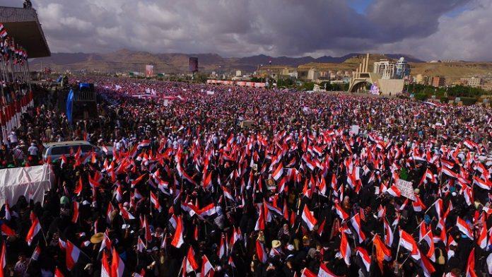 اليمنيون يتظاهرون