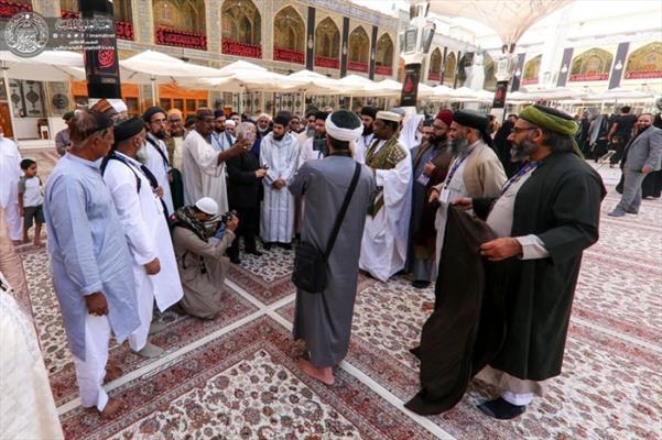 وفود مهرجان تراتيل سجادية يتشرفون بزيارة مرقد الإمام علي (عليه السلام)