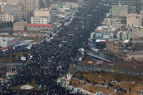 مسيرات مليونية للشعب الايراني بذكرى انتصار الثورة الإسلامية