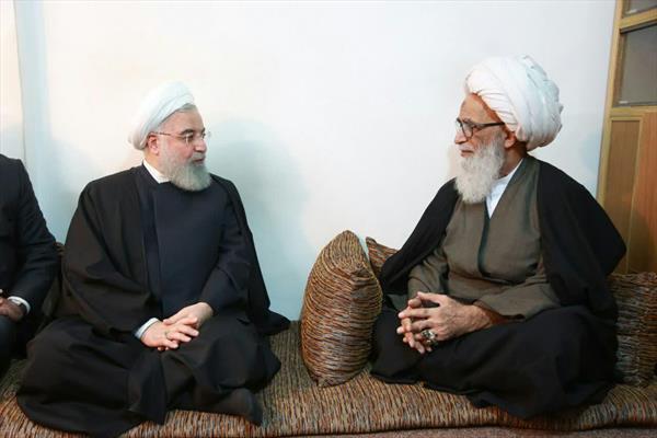 آية الله العظمى الشيخ بشير النجفي خلال استقباله الرئيس روحاني