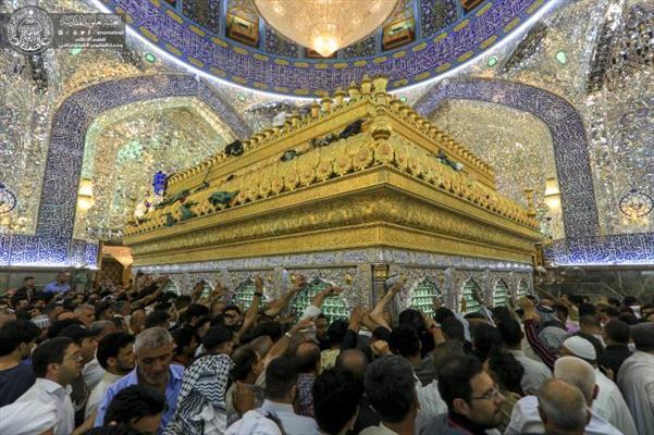 مرقد أمير المؤمنين (عليه السلام) يزدحم بالزائرين بمناسبة أيام عيد الفطر المبارك