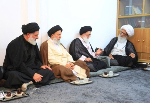 آية الله النجفي يستقبل أسرة آية الله السيد محمد الشاهرودي
