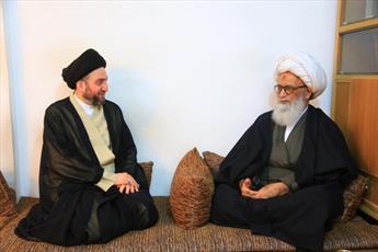 آية الله النجفي يستقبل الحكيم ويؤكد أن عزّة المسؤولين بما يقدمونه للعراق والعراقيين