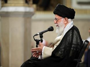 الإمام الخامنئي: حسابات الأمريكيّين الخاطئة بشأن إيران ستلحق بهم الهزيمة حتماً