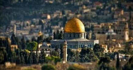 الاحتلال يبعد إمام مصلى الرحمة عن المسجد الاقصى لمدة 6 اشهر