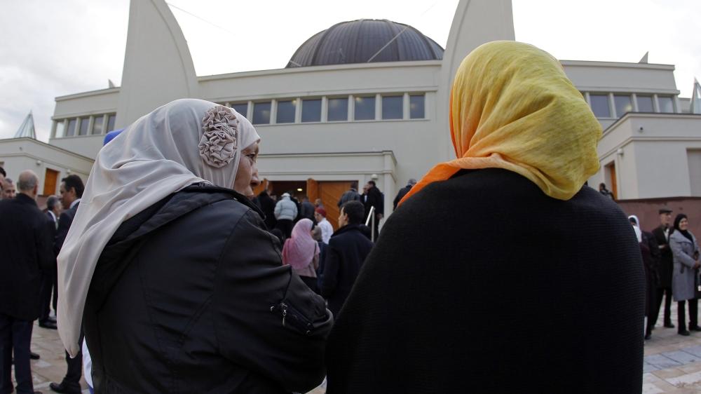 Paris restaurant owner refuses to serve Muslim women