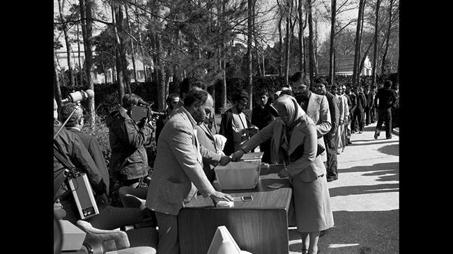 Iran marks ۴۰th anniversary of resounding vote for Islamic Republic