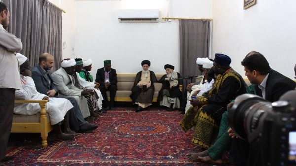 Senior Iraqi cleric receives African students