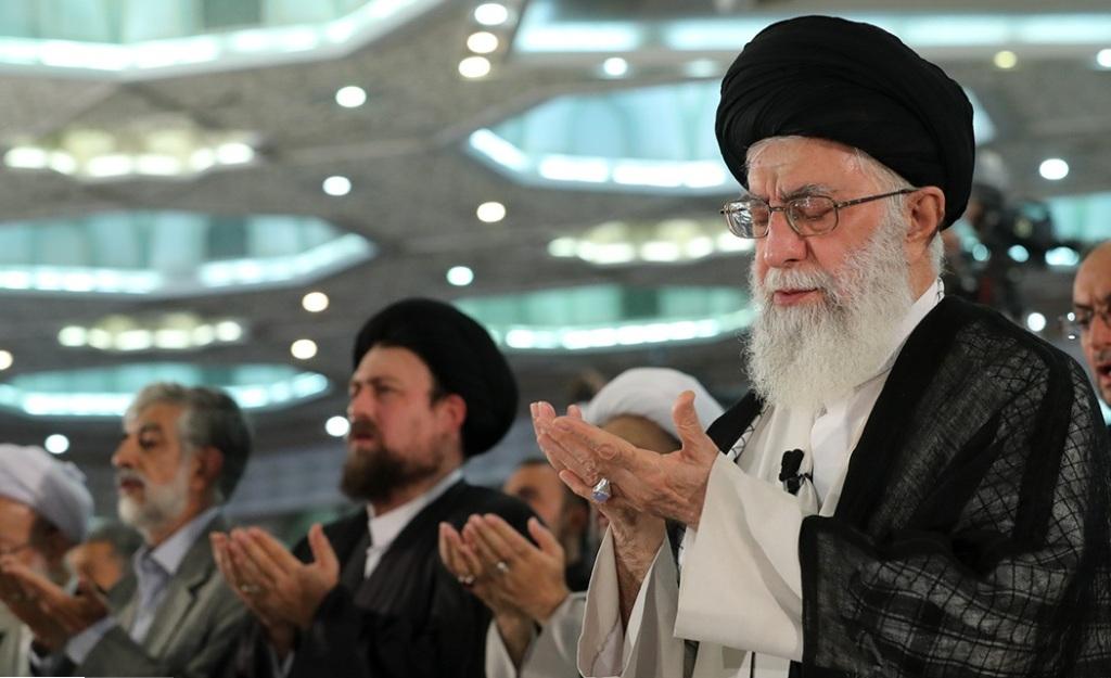 Supreme Leader performs Eid al-Fitr prayers