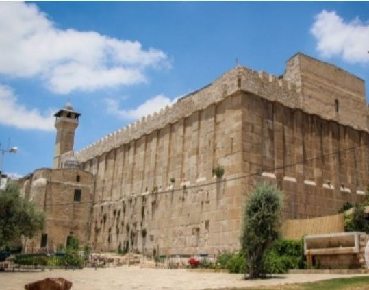 Israel bans Muslims from Hebron's Ibrahimi mosque