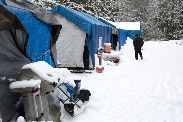 Seattle Muslims buy ۲۸ hotel rooms for homeless during snowstorm