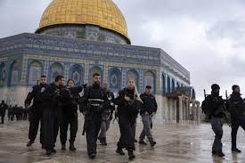 Israeli police evict Muslim worshippers from Al-Aqsa Mosque