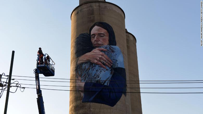 ۸۰-foot mural of New Zealand's prime minister in Hijab after mosque attacks