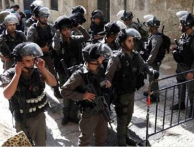 Army abducts two Palestinians in Quds (Jerusalem), bans seven from entering Al-Aqsa for four days