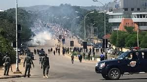 Police use live ammo to separate Zakzaky supporters