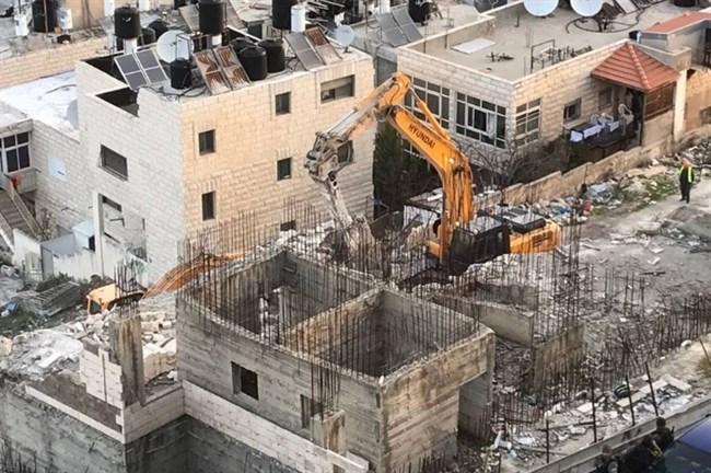 Israel begins to demolish homes on Al Quds