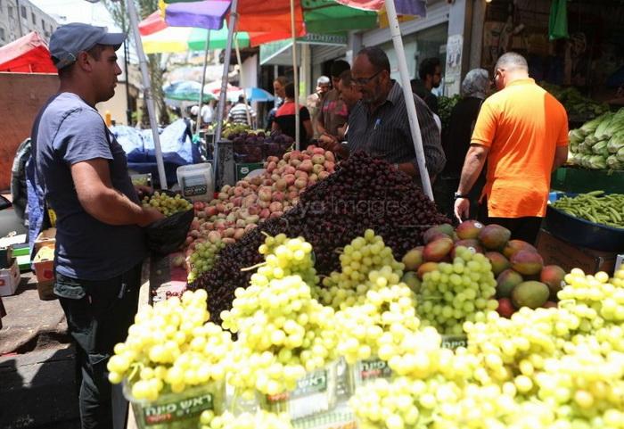 بازار میوه در رام الله فلسطین اشغالی