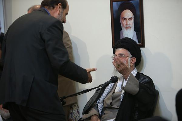 حاشیه های دیدار خانوادههای شهدای مدافع حرم با رهبر معظم انقلاب
