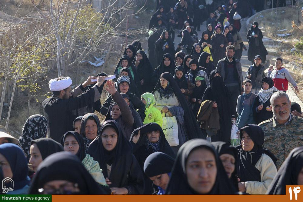 فعالیت های مبلغان برای زائران پیاده امام رضا(ع)