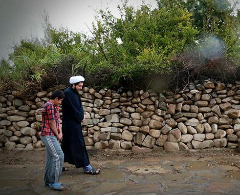 تصاویری از تبلیغ جهادی یک روحانی در روستایی در 350 کیلومتری اهواز