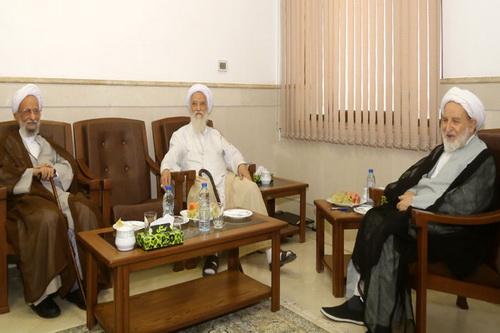 نشست آیات مصباح یزدی و موحدی کرمانی با رئیس مجلس خبرگان