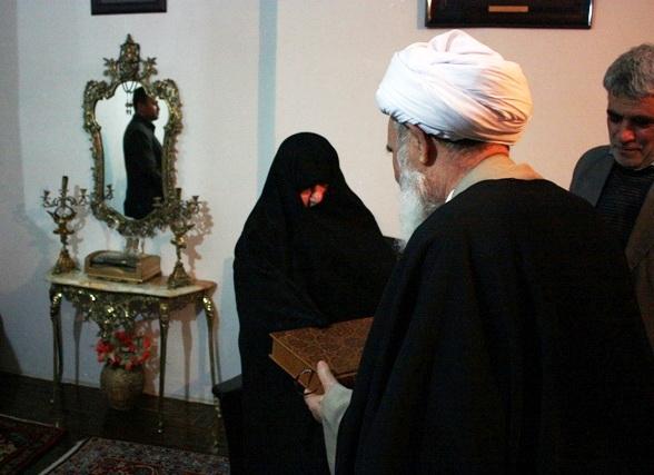 آیت الله مصطفی علما،  در منزل شهید منوچهر رضایی زنگنه