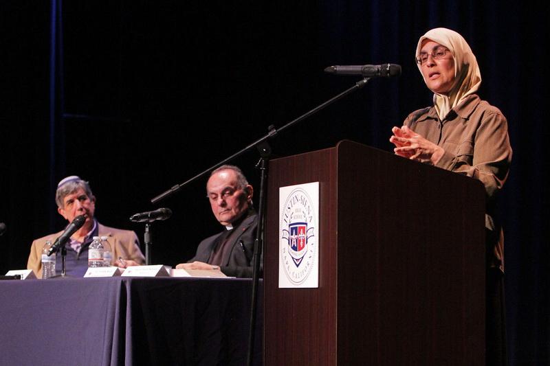 نشست گفتمان میان ادیانی ابراهیمی در یکی از دبیرستانهای آمریکا