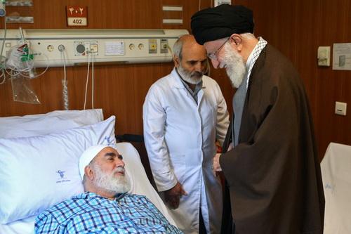 عیادت رهبری از حجتالاسلام والمسلمین محمدی گلپایگانی